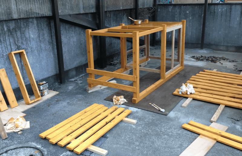 手作り犬小屋の塗装